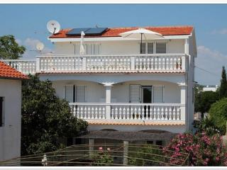 3 bedroom Apartment with Internet Access in Pirovac - Pirovac vacation rentals