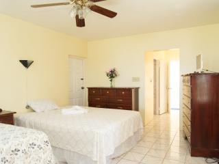 Nice 1 bedroom Ironshore Condo with Deck - Ironshore vacation rentals