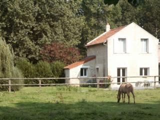 2 bedroom Gite with Internet Access in Caen - Caen vacation rentals