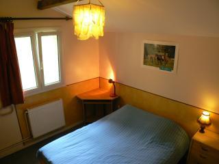 Cozy 2 bedroom Caen Gite with Internet Access - Caen vacation rentals