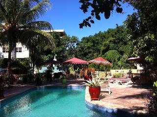Club Oasis - Mirage Guest House 4C - Port-au-Prince vacation rentals