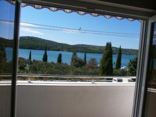 Beautiful 1 bedroom Apartment in Tisno with Internet Access - Tisno vacation rentals