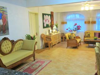 4 bedroom Condo with Internet Access in Poste De Flacq - Poste De Flacq vacation rentals