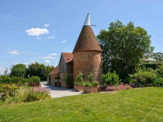 Wow! Beautifully restored Oast, stunning garden - Hurst Green vacation rentals