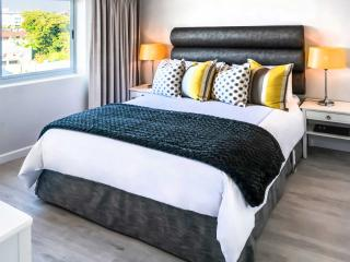 PARKHILL LUXURY SELF-CATERING APARTMENT - Sea Point vacation rentals