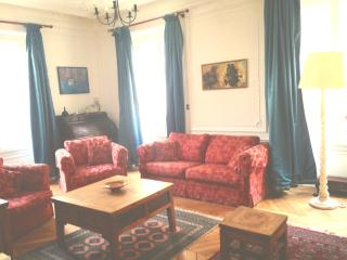 3 bedroom flat in the heart of Paris 9 - Paris vacation rentals