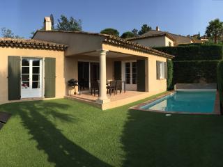 Luxurious, quiet villa with pool, 4 bedrooms - Saint-Maxime vacation rentals