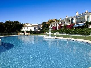 Pool View Holiday Apartment Close to Beach - Estepona vacation rentals