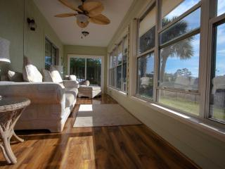 Perfect Crescent Beach vacation House with Deck - Crescent Beach vacation rentals