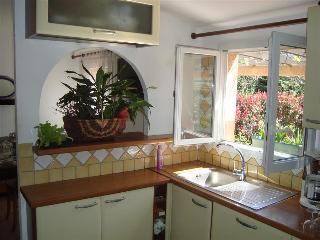 "très jolie mini-villa ""kiwi"" avec grande terrasse et jardin - Calvi vacation rentals"