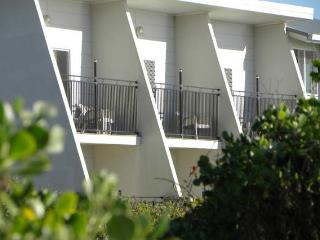 Beautiful Apartment with Deck and Linens Provided in Lake Cathie - Lake Cathie vacation rentals