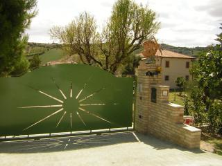 Cozy 3 bedroom Townhouse in Ripatransone with Internet Access - Ripatransone vacation rentals