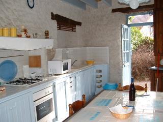 """Gîtes de la Croix Asnier """"gîte bleu"""" - Chatel-Montagne vacation rentals"""