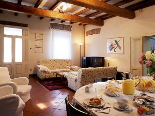 Bright 3 bedroom Mantova B&B with Internet Access - Mantova vacation rentals