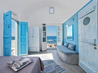Sky blue beach studio in Santorini - Oia vacation rentals