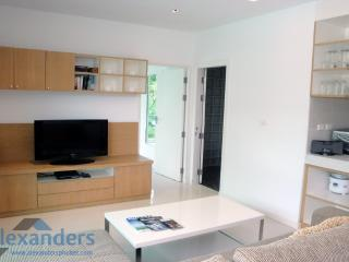 Comfortable 1 bedroom Kamala Condo with Internet Access - Kamala vacation rentals
