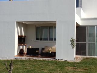 Bright 2 bedroom Killinis Villa with Internet Access - Killinis vacation rentals