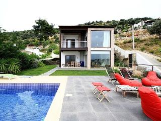 Merkezde Deniz Manzaralı Özel Havuzlu Villa - Bodrum Peninsula vacation rentals