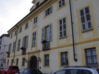Casa d'epoca nel centro storico - San Damiano d'Asti vacation rentals