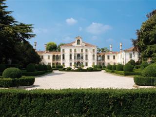 Villa Tiepolo Passi - Appartamento - Carbonera vacation rentals