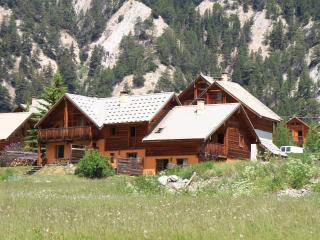 Le Gouroùn  Hameau des Chazals Nevache Hautes Alpes - Nevache vacation rentals