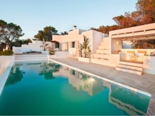 4 bedroom Villa in Cala Vadella, San Josep, Ibiza : ref 2385361 - Cala Vadella vacation rentals