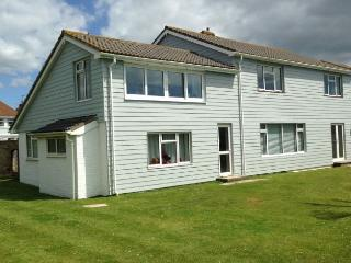 Perfect Cottage with Internet Access and Outdoor Dining Area - Felpham vacation rentals