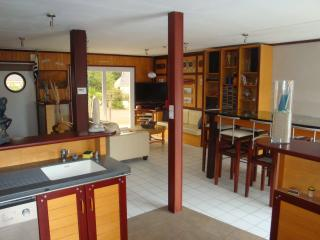 Bright 2 bedroom Sene Bed and Breakfast with Internet Access - Sene vacation rentals