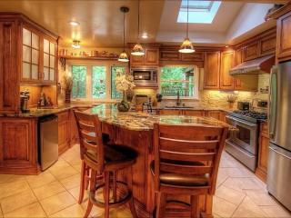 Cozy Hilltop Retreat In Atlanta - Atlanta vacation rentals