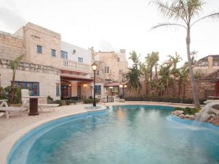 3 bedroom House with pool + games room in Mosta - Mosta vacation rentals