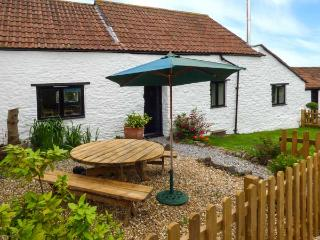 GRANARY COTTAGE, WiFi, woodburning stove, in Winscombe Ref 926937 - Winscombe vacation rentals