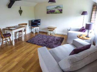 SCRUMPY COTTAGE, one of a group, pet-friendly, WiFi, romantic retreat in Winscombe Ref 927122 - Winscombe vacation rentals