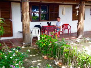 Matadeiro! A Primeira casa ao descer na Praia - Pantano do Sul vacation rentals