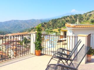 PALAZZO CUTRUFELLI with view - Graniti vacation rentals