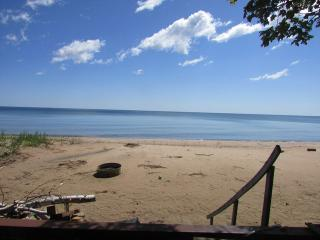 Spacious 6 bedroom House in Tawas City with Deck - Tawas City vacation rentals