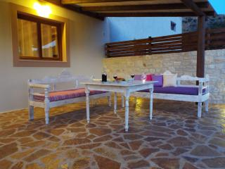 2 bedroom Farmhouse Barn with Deck in Lefkogia - Lefkogia vacation rentals