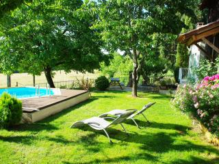 2 bedroom Gite with Satellite Or Cable TV in Campsegret - Campsegret vacation rentals