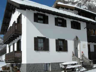 Nice Chalet with Internet Access and Satellite Or Cable TV - Livigno vacation rentals
