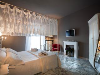Camera Vittoria in b&b Casa Vittoria - Verona vacation rentals