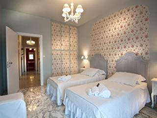 Camera Carolina in b&b Casa Vittoria - Verona vacation rentals