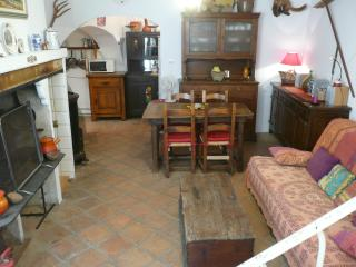 Nice Townhouse with Parking and Linens Provided - Saint-Chinian vacation rentals