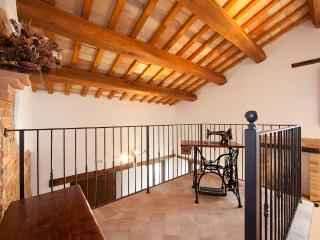 Nice Villa with Deck and Internet Access - Sant'Angelo In Pontano vacation rentals
