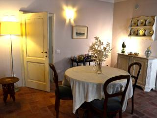 Cozy 2 bedroom Roccastrada Townhouse with Central Heating - Roccastrada vacation rentals