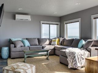 Newly remodeled oceanfront inn w/ 11 units - room for 54! - Oceanside vacation rentals