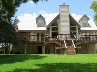 Rio Haven on the Guadalupe River - New Braunfels vacation rentals