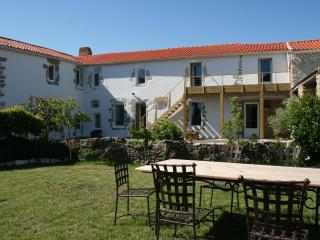 Cozy 3 bedroom Bed and Breakfast in Bouin - Bouin vacation rentals