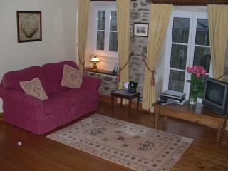 Romantic 1 bedroom Corseul Gite with Internet Access - Corseul vacation rentals