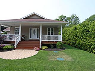 Bright 3 bedroom Cottage in Kincardine - Kincardine vacation rentals