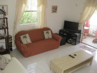 Room with shared bathroom near Silver Sands - Ealing Park vacation rentals