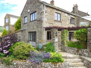 THE SHIPPON, lovely cottage with woodburner, patio garden, heart of the - Grassington vacation rentals